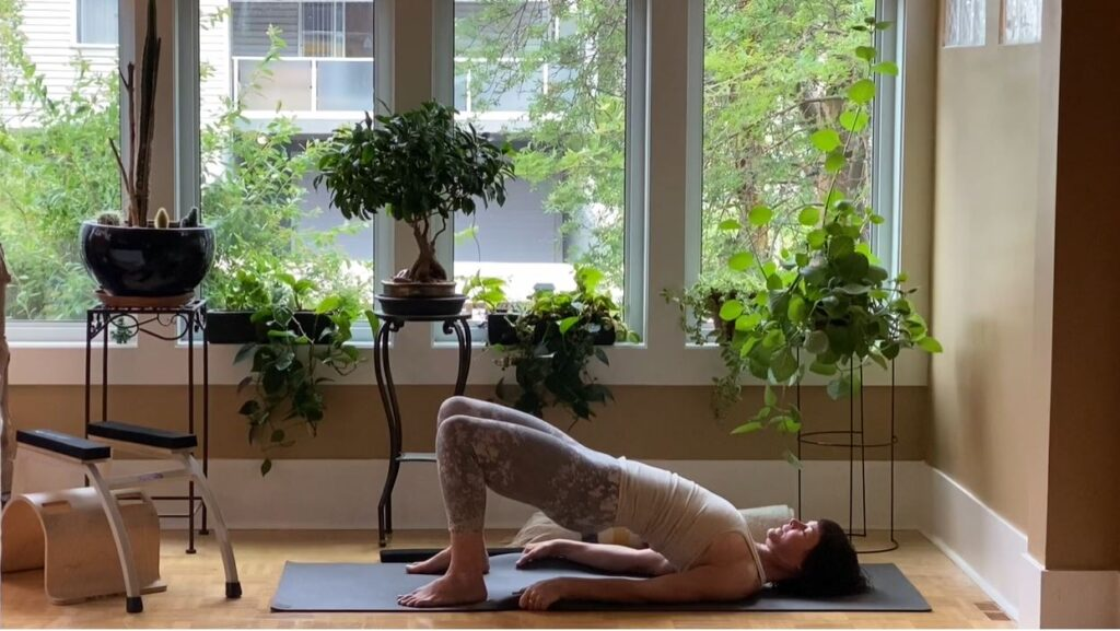 hips and back yoga alignment